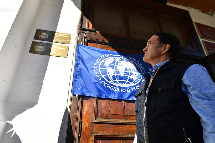 Александр Чибилёв открыл памятные таблички на стене Кяхтинского краеведческого музея.