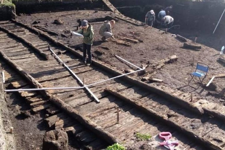 раскопки идет на Софийской стороне Великого Новгорода / Фото: Институт археологии РАН