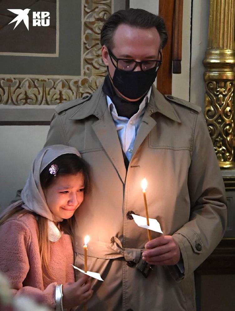 Девочку будет воспитывать один из братьев-близнецов ее матери — Святослав (на фото).