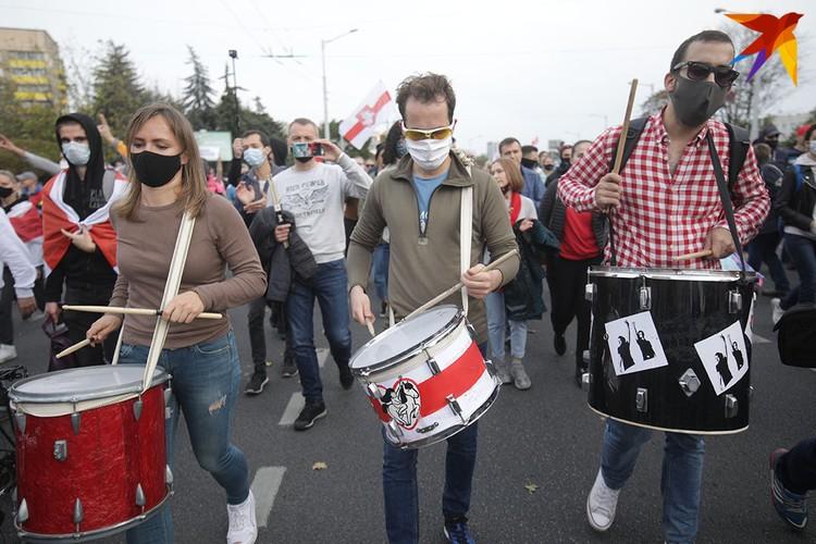Музыка на марше протеста.