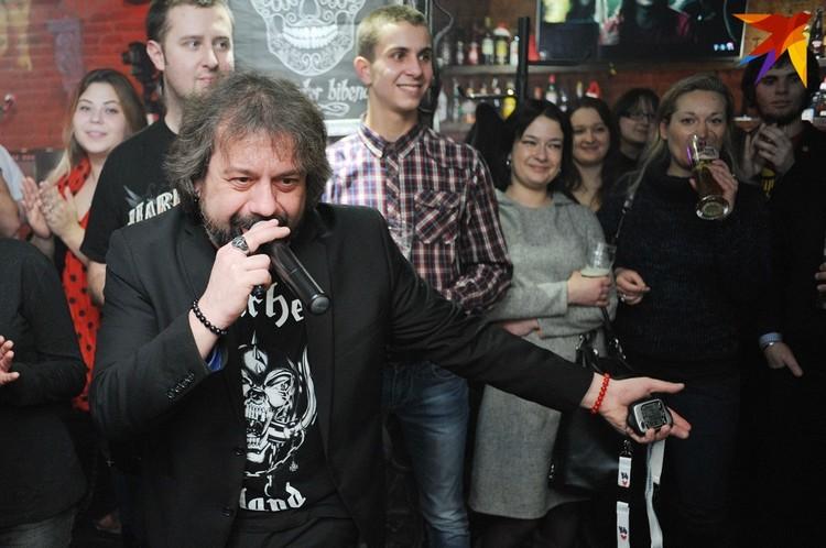 """Александр Помидоров последние четверть века то и дело оказывался в """"черных списках"""" музыкантов, которых не крутили на радио и телевидении."""