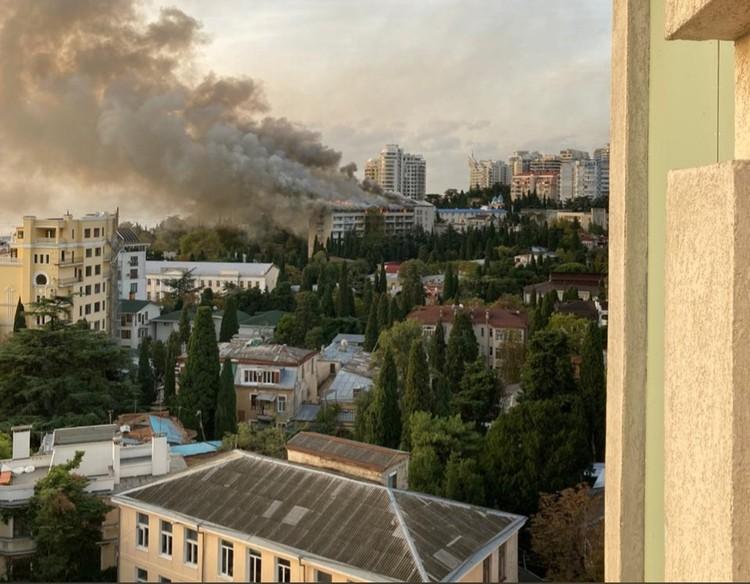 Из горящего здания эвакуировались 370 человек. Фото предоставлено очевидцами.