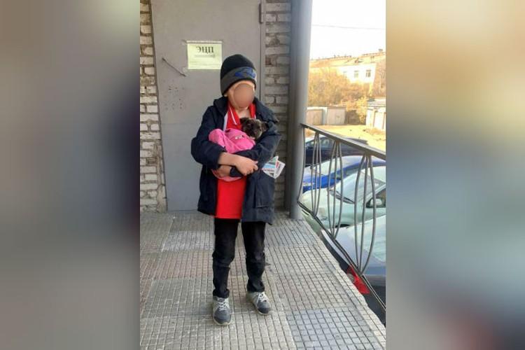 Мальчик скитался по улицам, не выпуская из рук щенка, и даже купил ему корм на последние деньги. Фото: предоставлено Ольгой Шаймардановой.