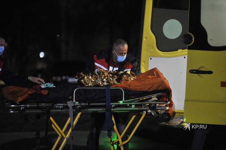 Сначала девочку доставили в больницу Карпинска, затем в Краснотурьинск, а уже после - в Екатеринбург вертолетом