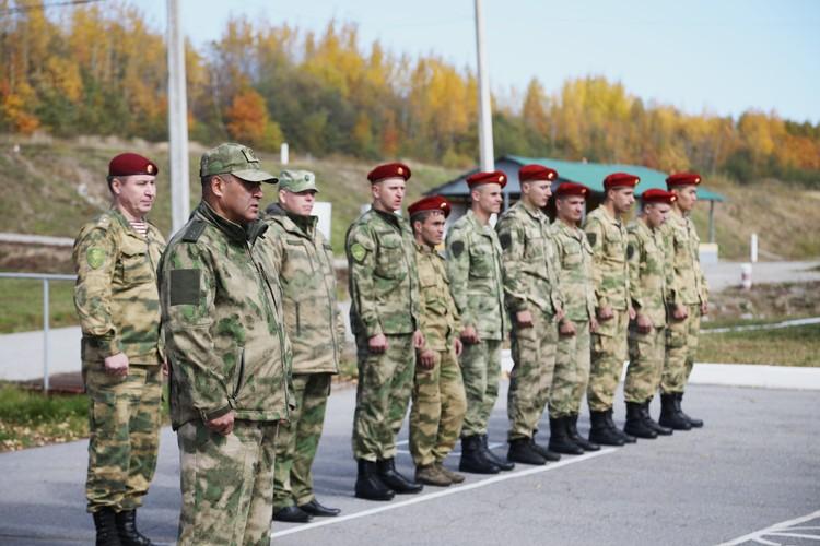 Торжественное построение ФОТО: Пресс-служба Восточного округа ВНГ РФ