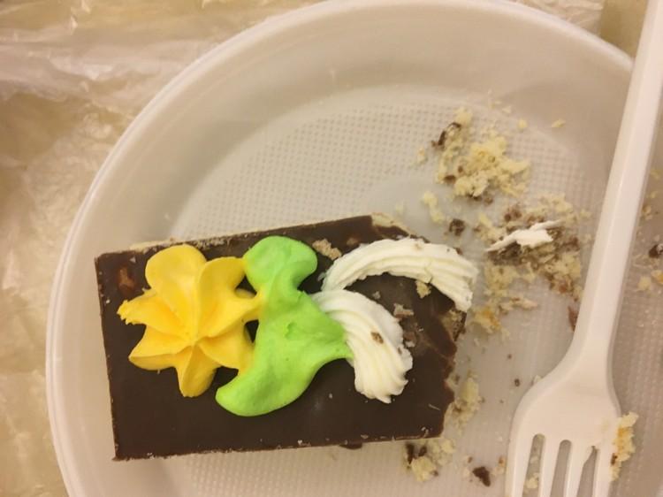 Свежайшее пирожное за 35 рублей.