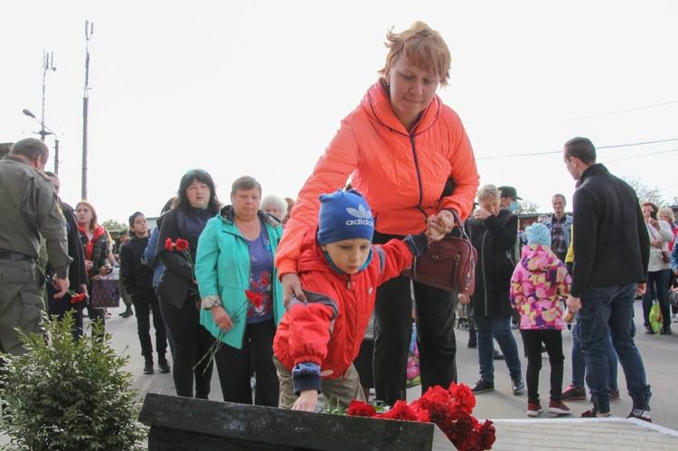 Дончане чтят память погибших защитников Республики