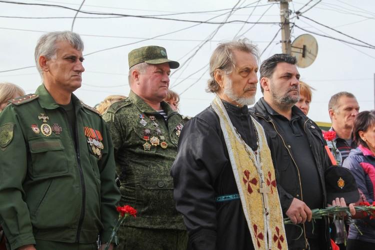 На окраине Донецка открыли памятник погибшим ополченцам