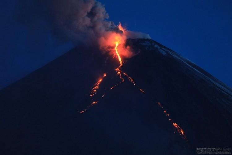 Находиться на активном Ключевском - опасно для жизни. Фото: Камчатская вулканологическая станция ДВО РАН.