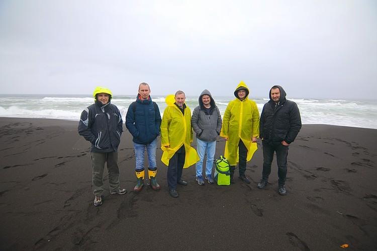 Команда ученых из ДВФУ, исследовавшая берега Камчатки. Фото: пресс-служба ДВФУ