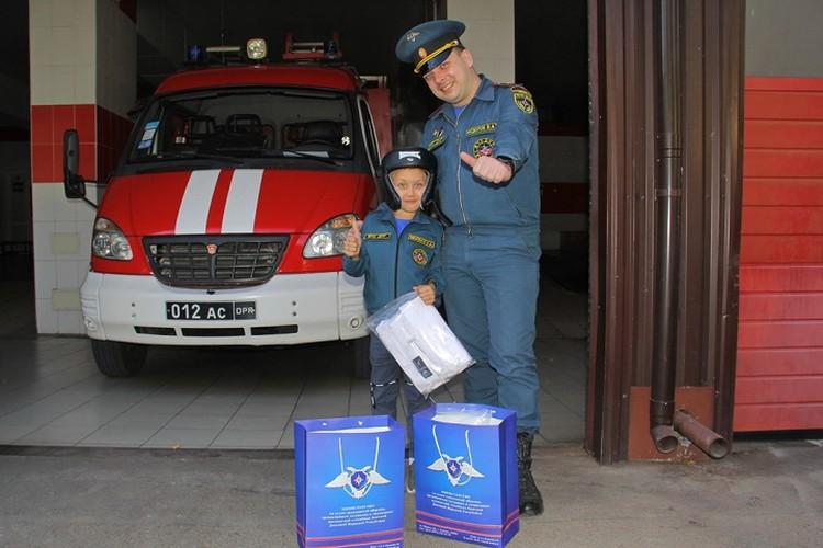 Мальчик хочет стать настоящим спасателем. Фото: dnmchs.ru