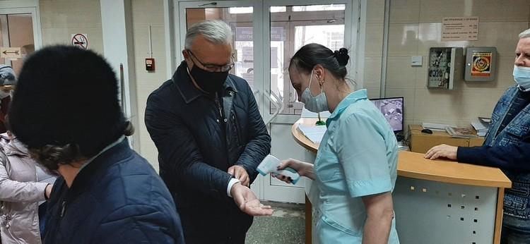 На входе нужно обработать руки Фото: krskstate.ru