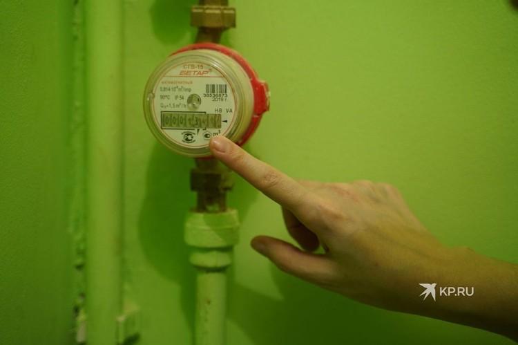 Не подлежат ограничению коммунальные услуги по отоплению и по холодному водоснабжению.