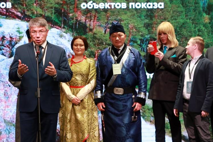 Глава Республики Бурятия Алексей Цыденов приехал на финал конкурса поддержать земляков. Фото предоставлено АСИ