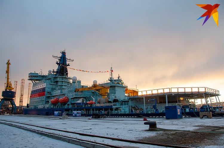 Длина ледокола нового поколения - 173,3 метра, ширина - 34 метра, водоизмещение - 33,5 тысячи тонн.