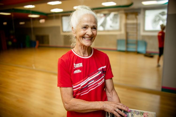 Счастливая бабушка шести внуков и мама троих детей говорит, что жизнь на пенсии только начинается.