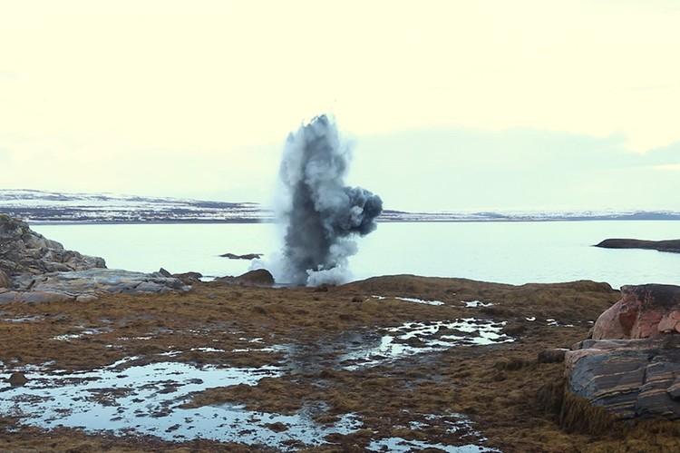 Боеприпасы нашли рыбаки на побережье губы Кутовая Баренцева моря в районе полуострова Средний. Фото: пресс-служба Северного флота.