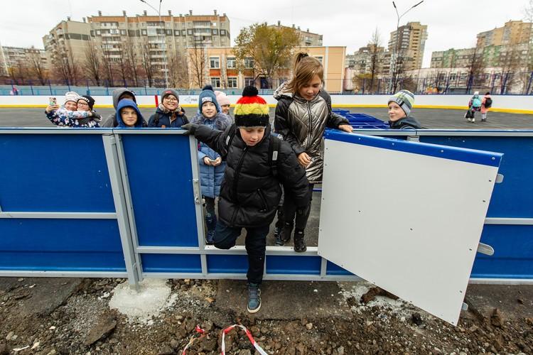 Детвора уже облюбовало место, где летом и зимой они будут весело и с пользой для здоровья проводить время.
