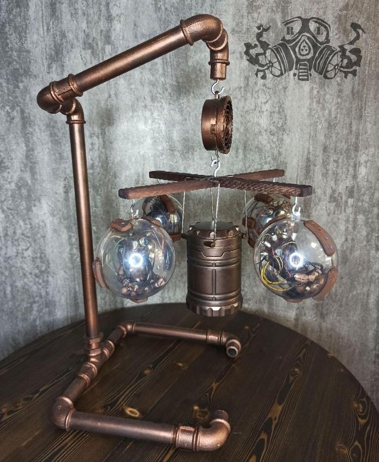 Светильник в постапокалиптическом стиле. Фото: личный архив героя