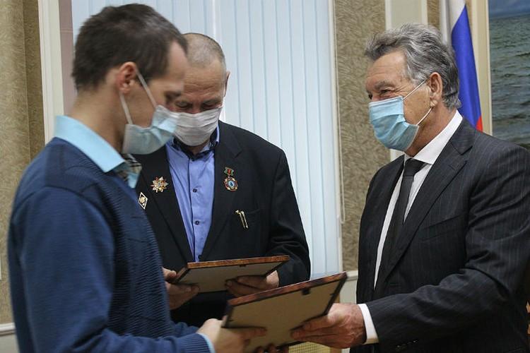 Награждение семьи Шубиных. Фото: ГУ МВД России по Иркутской области