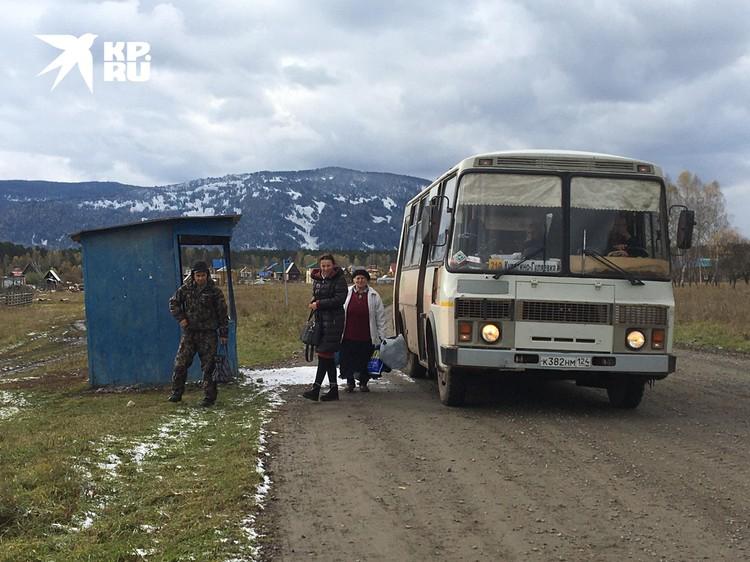 Та самая остановка в деревне Тюхтята, где произошло нападение на следственно-оперативную группу.