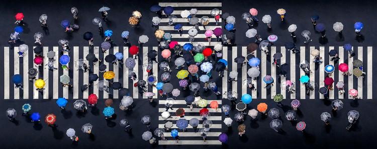 Главный приз в разделе «Узоры» получил этот снимок из Японии с романтическим названием «Зонтичный перекресток». Автор - Даниэль Бонте. Фото: © Daniel Bonte/Aerial Photography Awards 2020