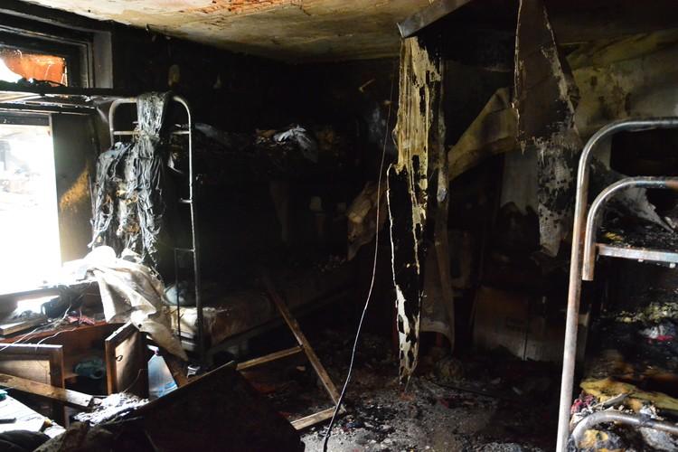 О том, что здесь находился центр реабилитации, напоминают двухъярусные кровати в одной из комнат..
