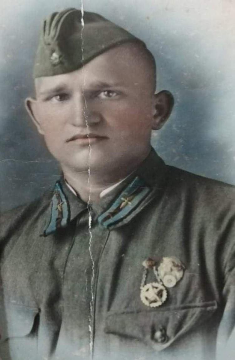 Cтрелок-радист гвардии сержант Владимир Хрипач.