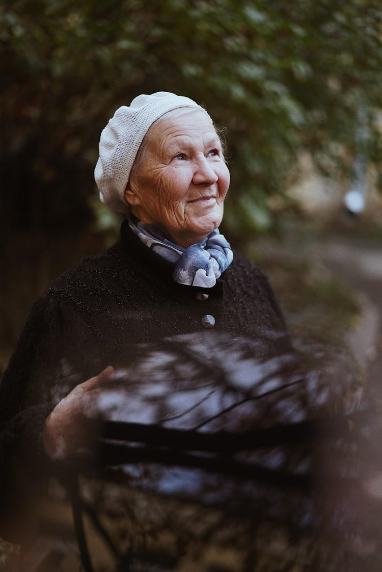 Лилия Тимофеевна уже не первый год знакома с волонтерами фонда. Фото: Ольга Проскурина