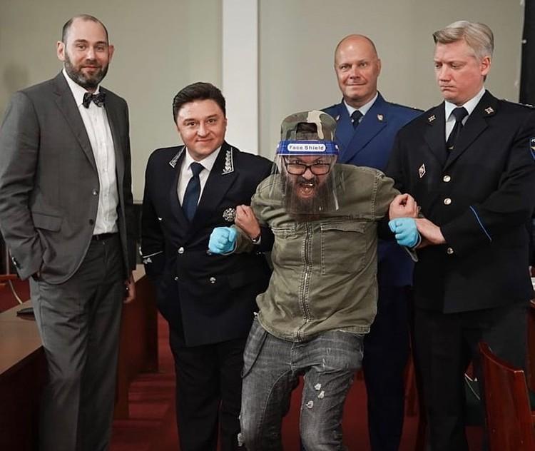 Судя по снимку, в современной адаптации «Мертвых душ» Кортнев стал прокурорским работником. Фото: www.instagram.com/alekseikortnev