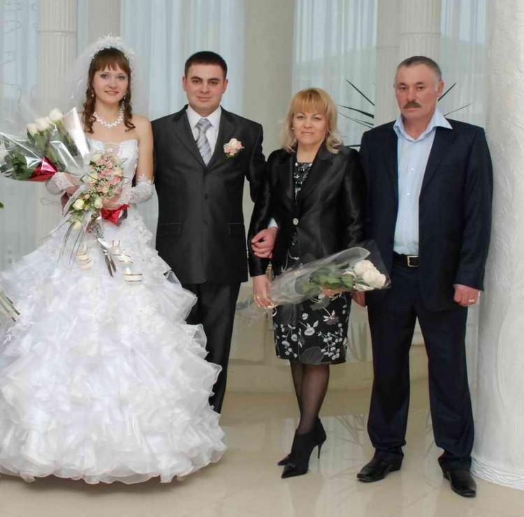 Джалиль Аметов в кровавой резне потерял молодую жену и родителей (они справа).