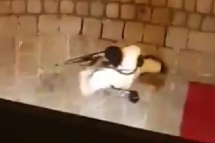 Один из террористов попал на видео. Всего же, по предварительным данным, стрелков было как минимум двое.