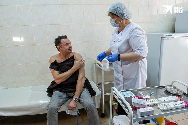 В начале сентября Андрей привился от гриппа.