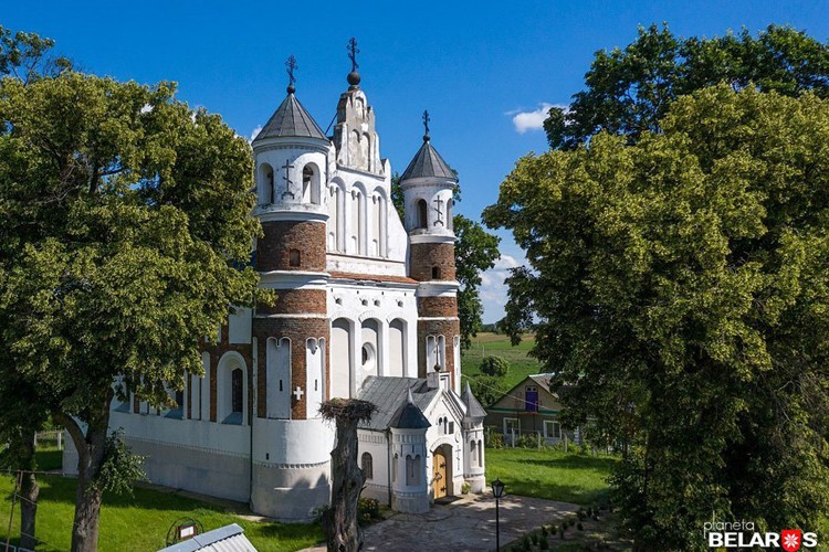 Толщина стен церкви в Мурованке - до двух метров! Фото: Сергей Плыткевич.