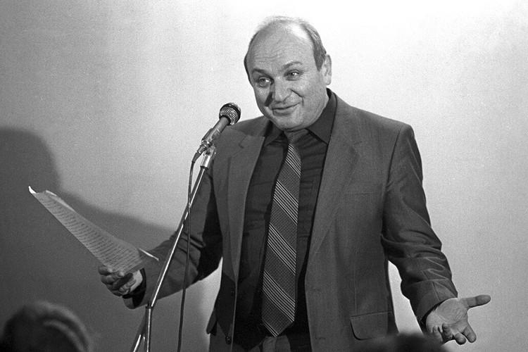 Михаил Жванецкий на сцене, 1986 год.
