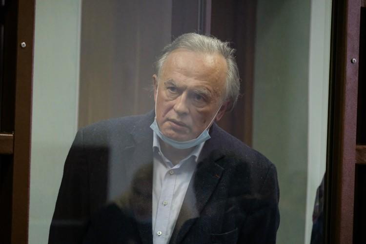 Соколов уверяет, что Анастасия ему изменяла, оскорбляла его детей и бросилась в его сторону с ножом или ножницами