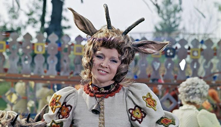 Среди ее «легких» картин - советско-румынский мюзикл «Мама» по мотивам «Волка и семерых козлят»