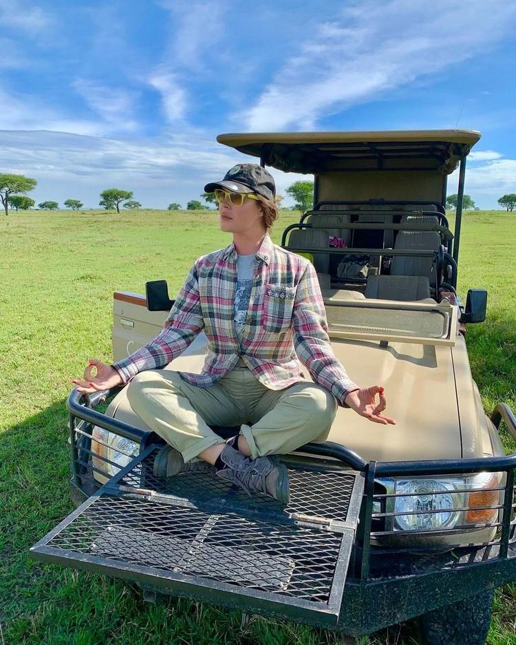 Екатерина Андреева путешествует по национальному парку Танзании
