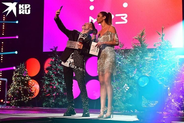 Главные звезды новогоднего эфира на МУЗ-ТВ - Ольга Бузова и Даня Милохин.