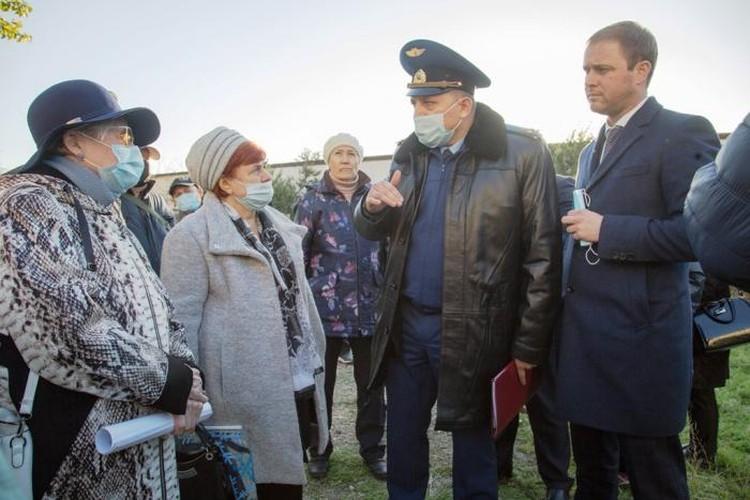 Мэр Анапы Василий Швец встретился с обманутыми дольщиками. Фото: администрация Анапы