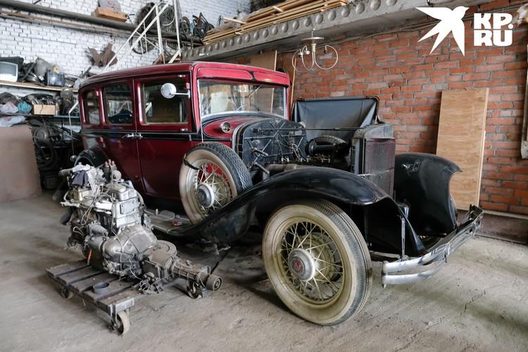 Одна из многочисленных жемчужин ленфильмовской автоколлекции - Chrysler 1931 года выпуска. Настоящий раритет и кинозвезда.