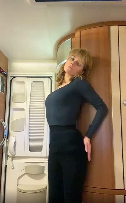 В ролике Кристина соблазнительно двигается под музыку. Фото: Инстаграм.