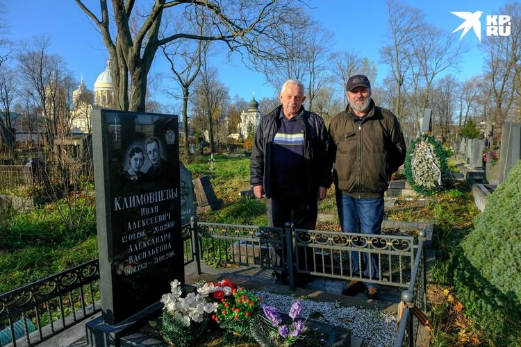 Александра Васильевна пережила супруга на 15 лет и нашла покой в одной с ним могиле.