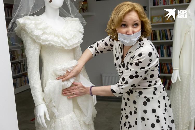 Платье Валерии Рылеевой сшито из скатертного полотна.