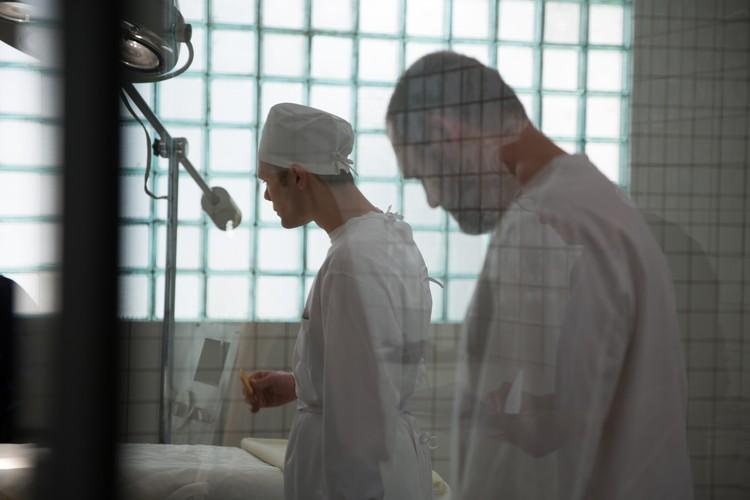 В клинике проводят пластические операции партийной элите и другим ВИП-пациентам. Фото: Первый Канал