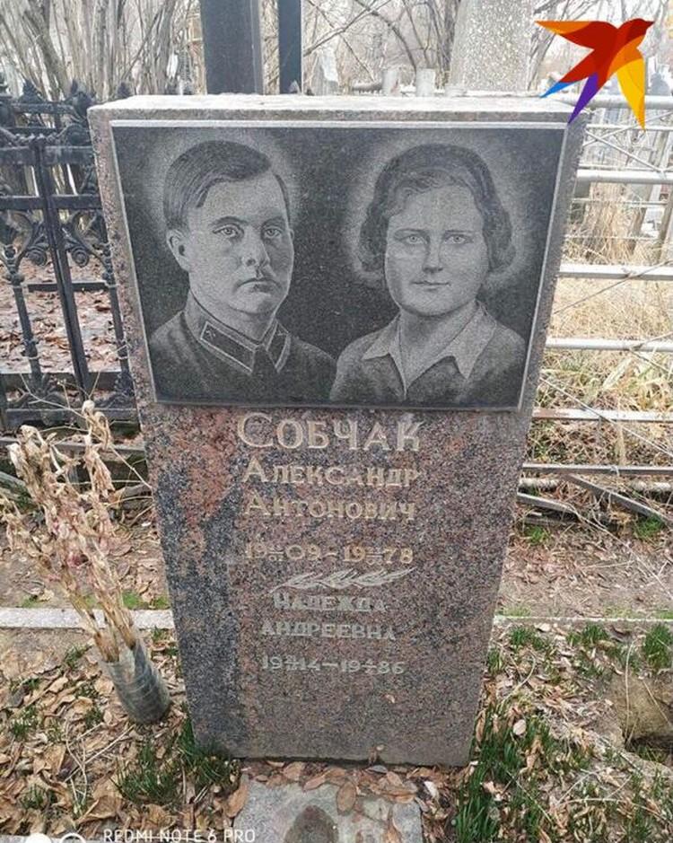 По словам друзей семьи, за могилой бабушки и дедушки телеведущей давно никто не ухаживает. Фото из личного архива Валерия Сергеева.