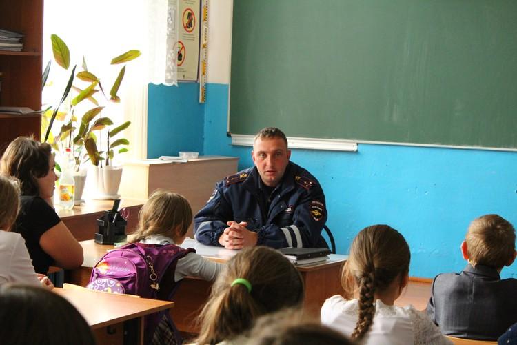 Тот самый спаситель - старший лейтенант Александр Лепин.