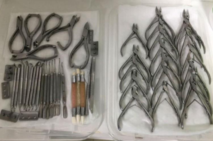 Инструменты, которыми работала Елена Дзык. Фото: СУ СК России по Хабаровскому краю