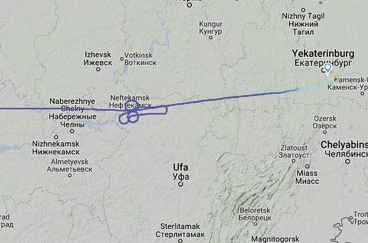 Именно таким необычным оказался маршрут рейса из Москвы в Екатеринбург. Фото: Флайтрадар24