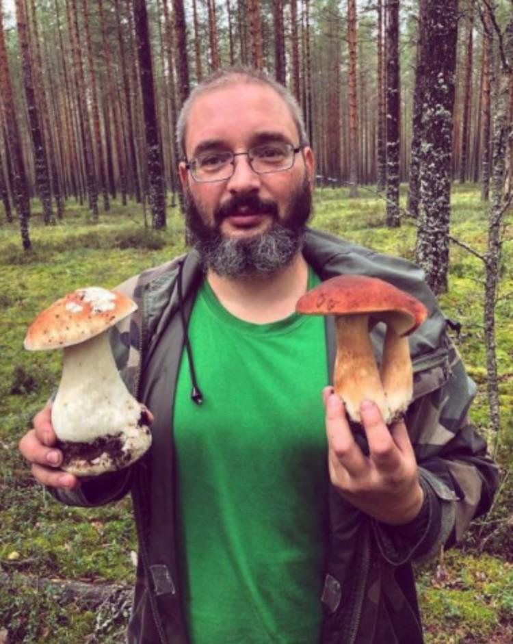 Миколог Михаил Вишневский знает толк в грибах, пишет о них книги. Фото: Личный архив